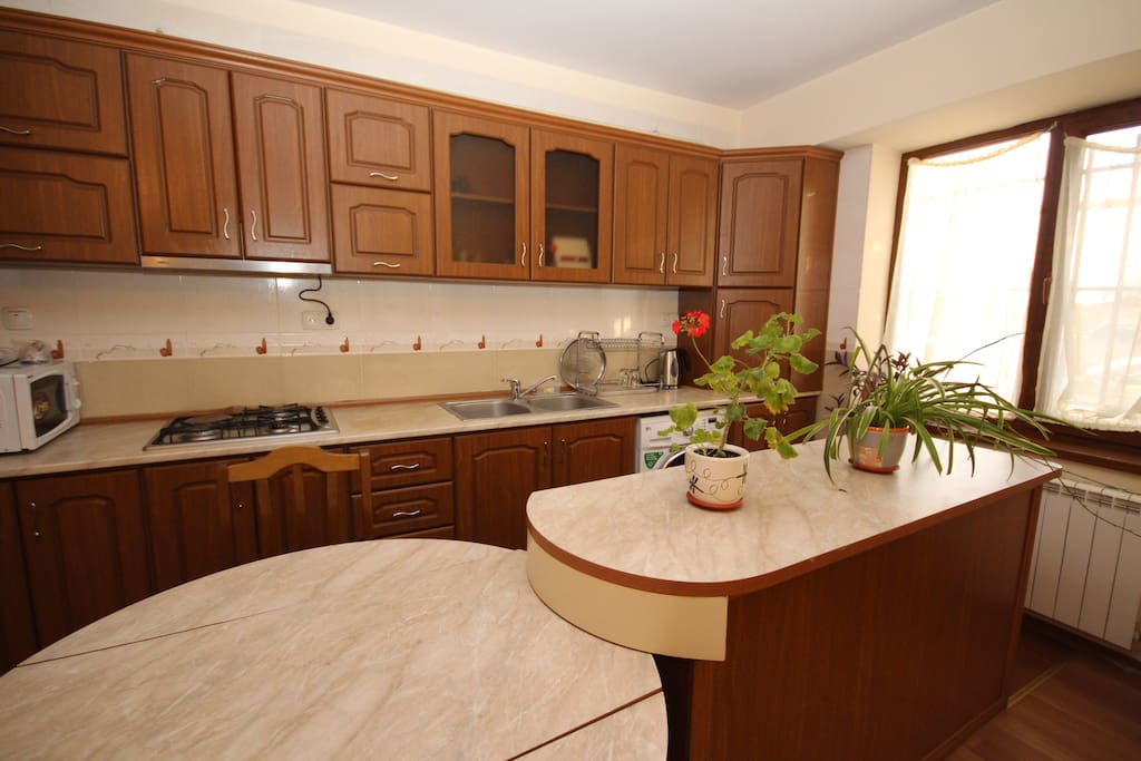 Microwave, dual gas and electric stove and even a meat grinder in the fully equiped, sunny kitchen