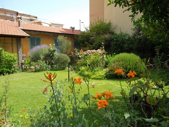B&B Lidia garden 100m from the sea