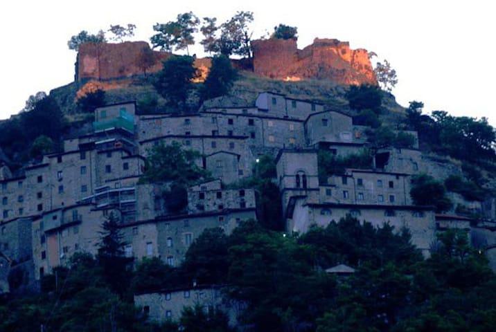 Agriturismo Il Pettirosso  - Lucchio - Дом