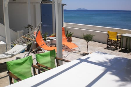 BEACH HOUSE LIVING ON THE SEA - SAMOS ISLAND - Marathokampos