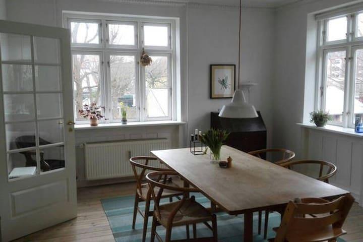 Large apartment - spacious & bright