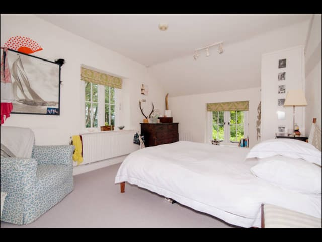 A light and snug double bedroom. - Malvern - Bed & Breakfast