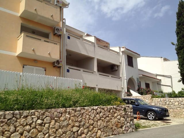 Villa Apartament with private parking and garden