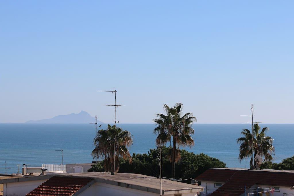 Vista dal balcone lato mare (in lontananza Monte Circeo)