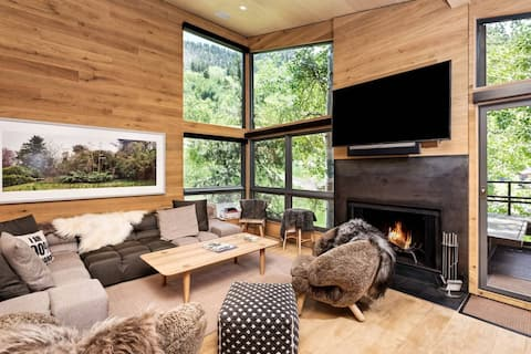 Custom Designed Condo. Views of Aspen Mtn, Walk to Dining/Shopping. Balcony, Wood FP, Ski-In/Out