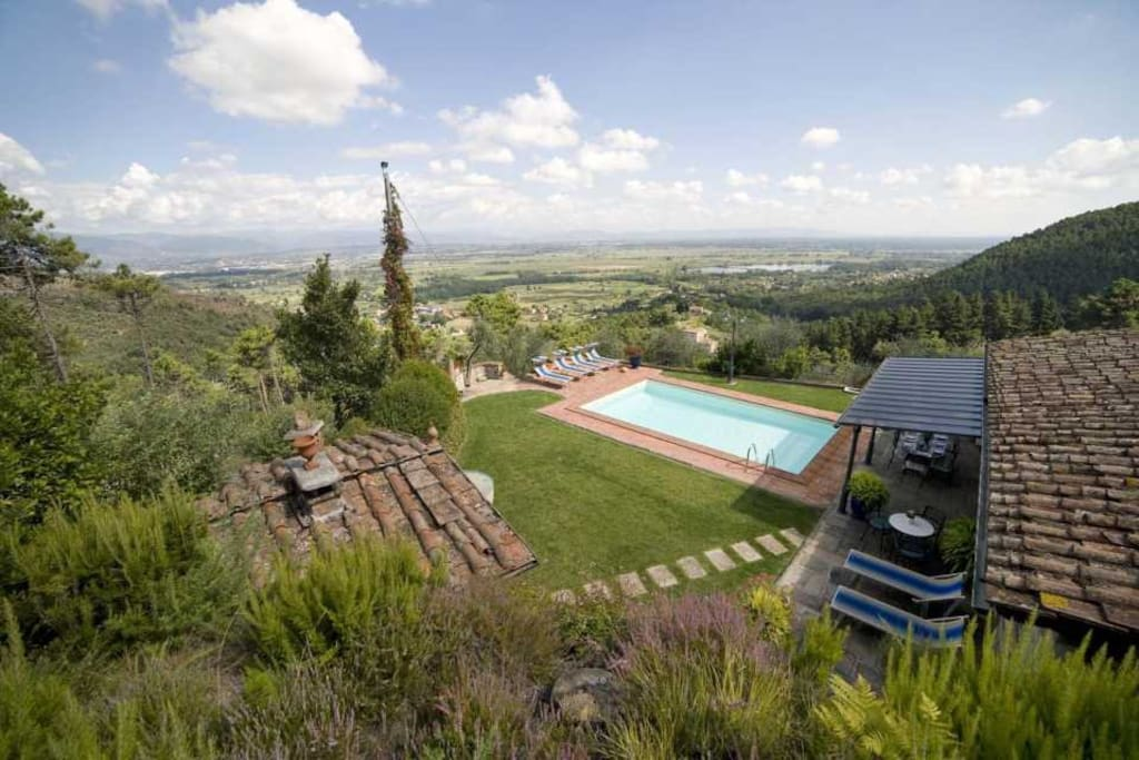 View of the house and swimming pool