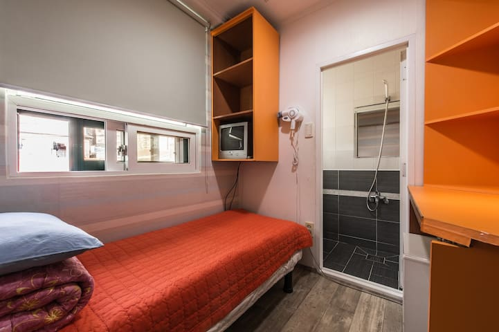Hostel Korea Original - Single room (private bath) - Jongno-gu - Hostel