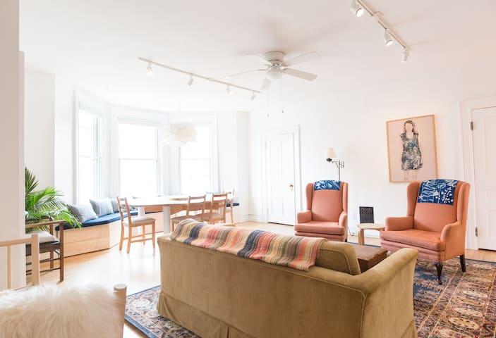 Newly renovated 4 bedroom duplex on Warren