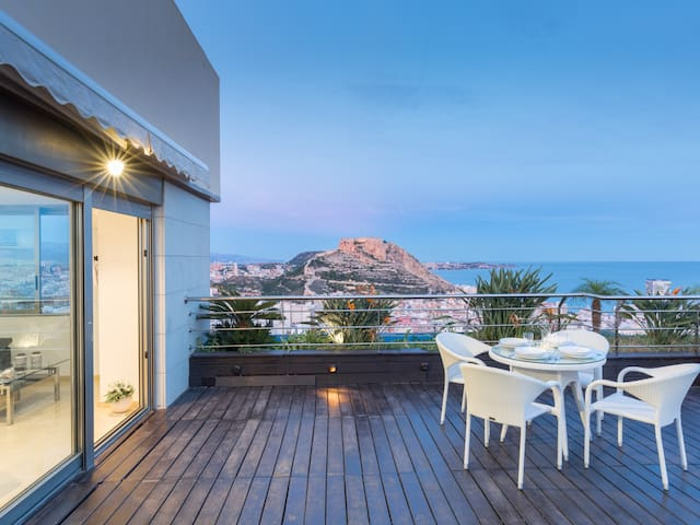 Panoramic Penthouse 1: The Best Views of Alicante with All Luxury