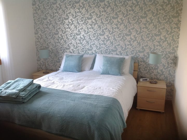 Glasgow/Lenzie - Modern King Size Ensuite Room