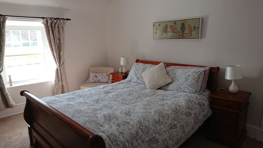 Large double ensuite B&B room near Loch Ness