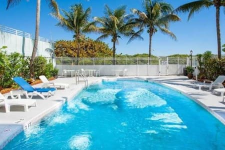 Heart of South Beach Apt w/pool and beach access - Miami Beach - Appartement