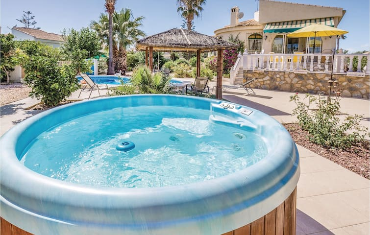Holiday cottage with 2 bedrooms on 95 m² in Torrevieja