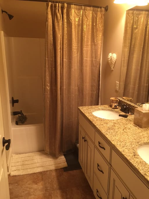 His/hers sinks, drawer space, tub/shower combo