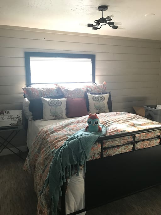 Queen Bed shits on shiplap wall