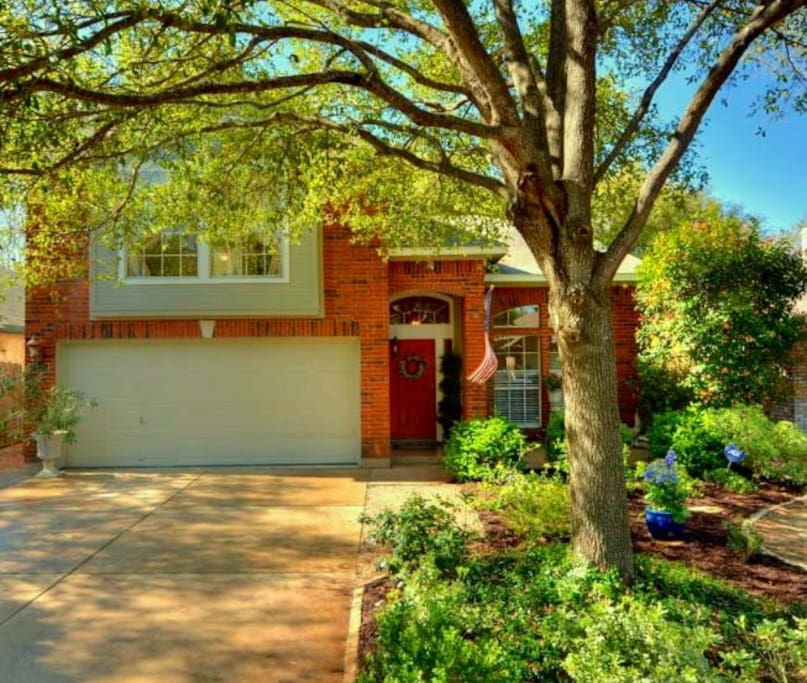 15 Minutes from Downtown Austin - Clean and Secure