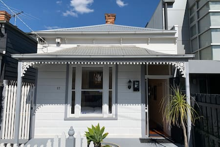 Period Cottage in St Kilda