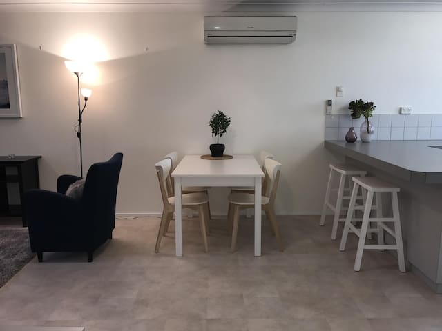 2 bedroom family and pet friendly villa Australind
