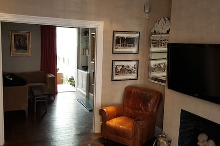 1000 Sq Ft LUX flat, Parsons Green - London