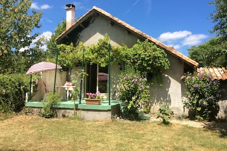 Vrijstaand huisje/Gite/Cottage,  tuin/jardin prive - Bonnes