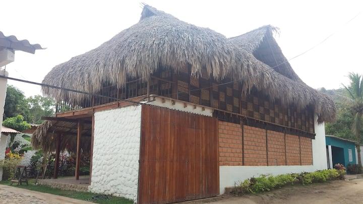 Casa cerca al Río Palomino