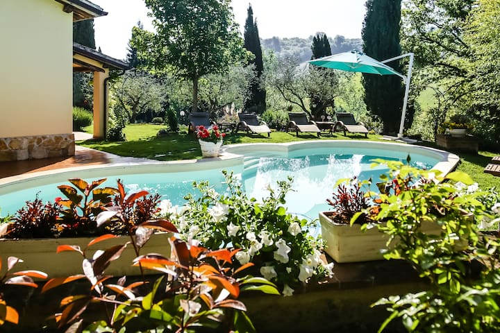 Italian Villa with pool & air conditioning.