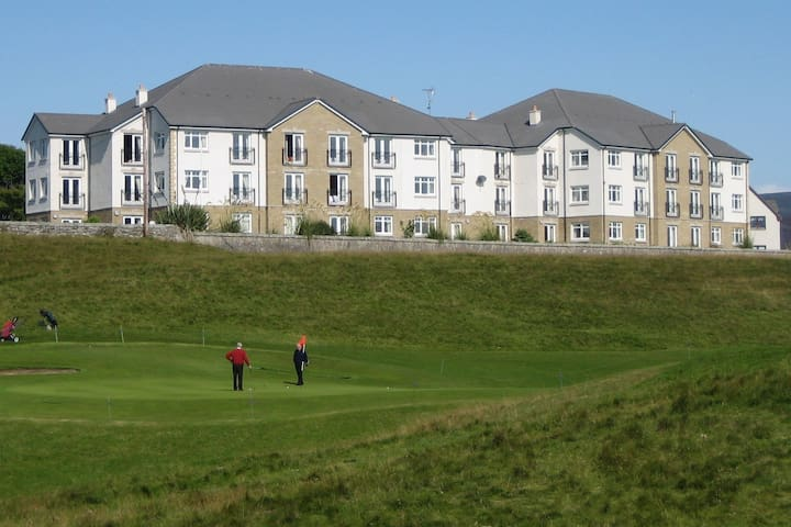 Brora Penthouse 2 bed -Sea Views from every room