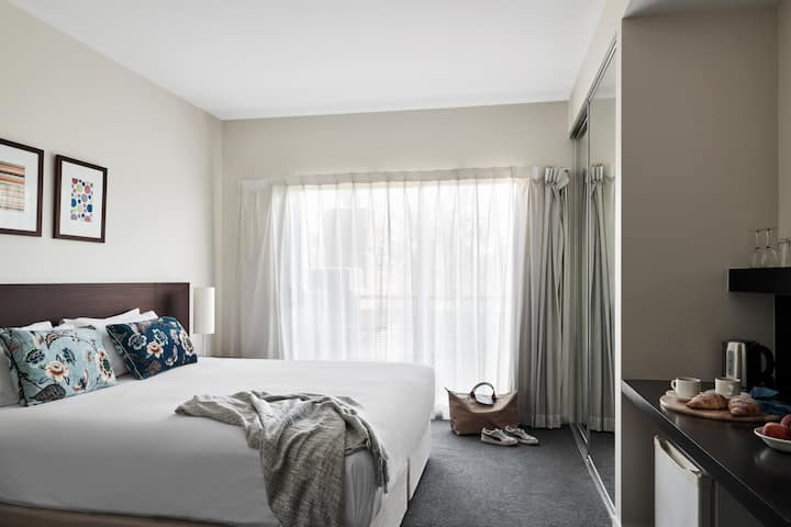 Mt Alexander Rd Studio Apartment - 14+ Nights