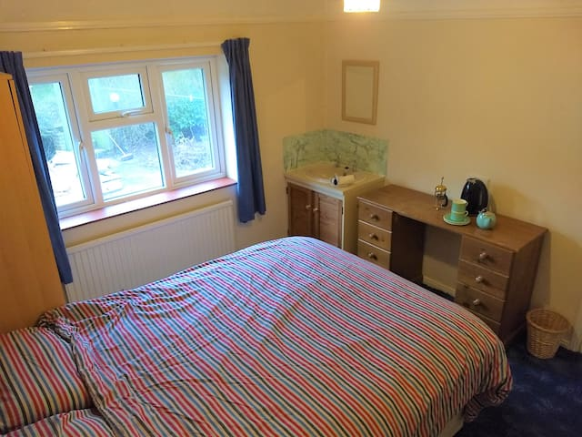 Cosy Plant based living on Doorstep of South Downs