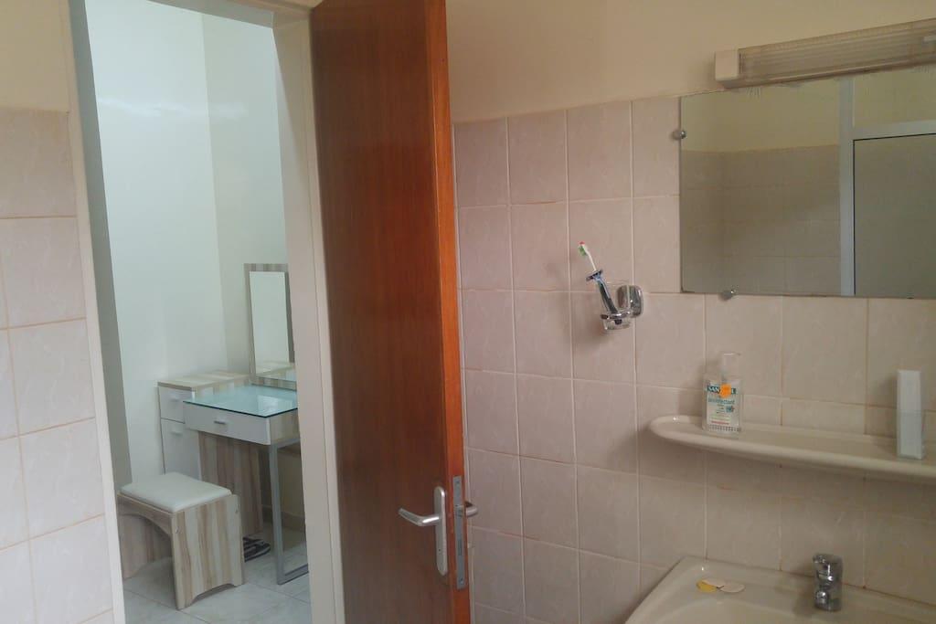 Chambre 1: Salle de bain