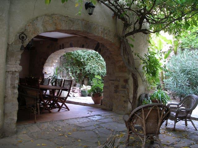 Gites Les GLYCINES - Lagrasse - Appartement en résidence