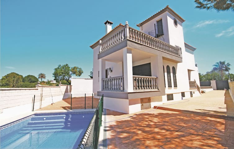 Holiday cottage with 4 bedrooms on 212m² in Marbella