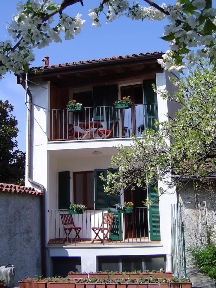 Casa luminosa vicina al lago (Suna)