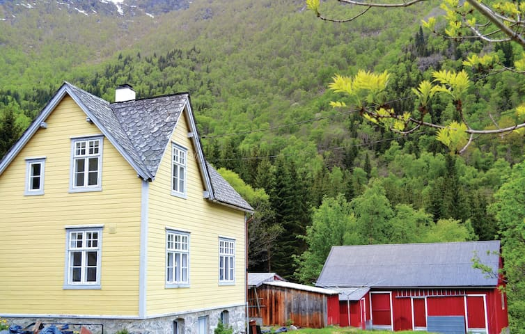 Holiday cottage with 4 bedrooms on 166m² in Eidfjord