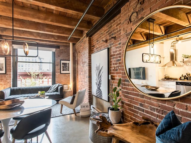 Chic Loft Sanctuary in the heart of Gastown
