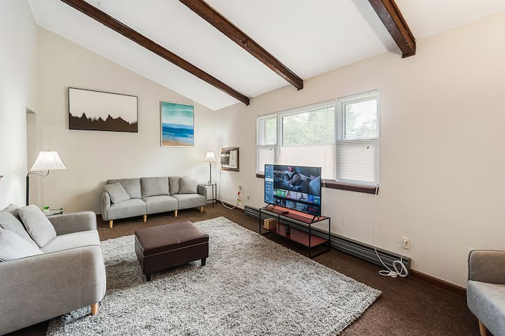 Beautiful 3 Bed 1 Ba Apartment 33 Min to Boston