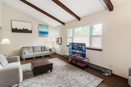 Beautiful 3 Bed 1 Ba Apartment 33 Min to Boston