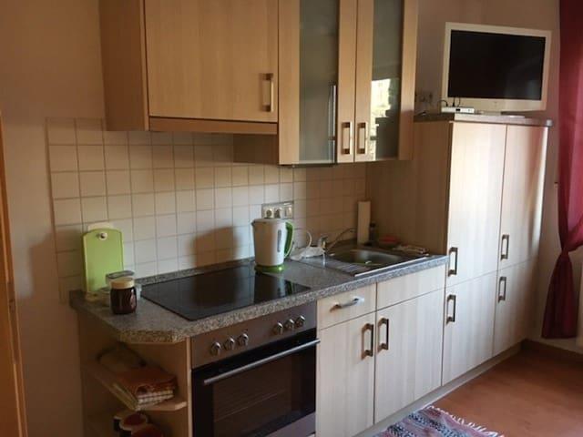 Ferienwohnung Stahl (Pirk), Einzimmerappartement - mit Küchenzeile und tollem Ausblick