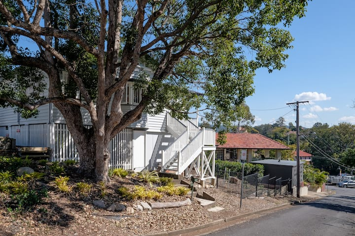 Central Cottage - Beautiful home Toowong Brisbane