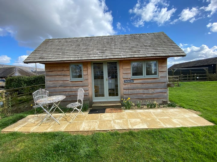 The Hat's Hut - a cosy wooden self-contained hut