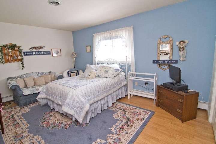 Pilgrim's Rest B&B Blue Room