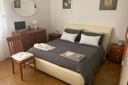 Romantic large double bedroom central