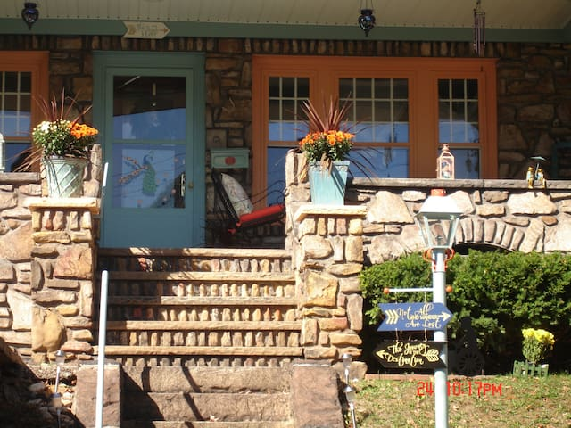 Bernardette's 3BR Bed and Breakfast - Johnstown