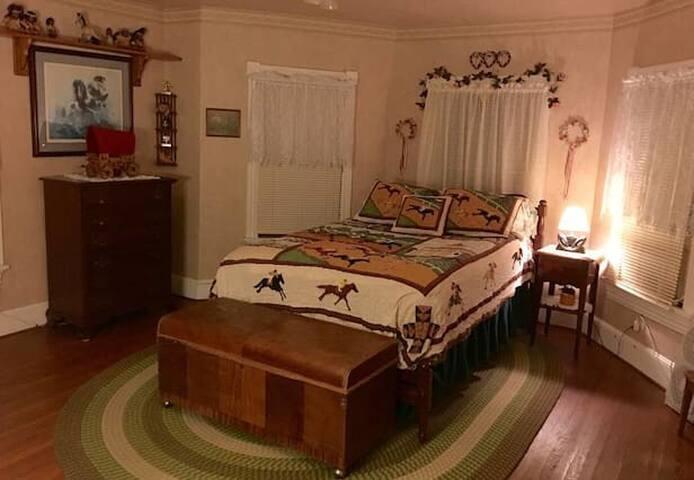 Newport Nook Cozy Escape Circa 1860. Relaxing