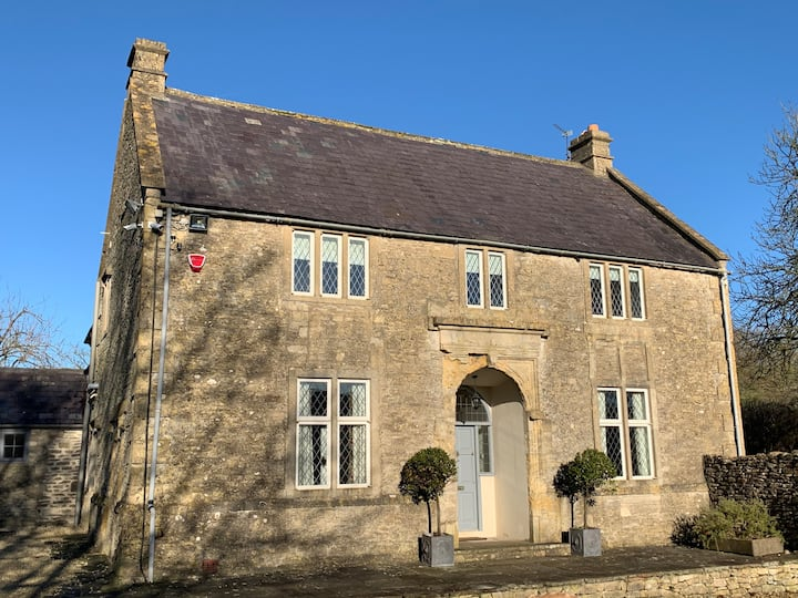 Beautiful grade 2 listed farmhouse with pool