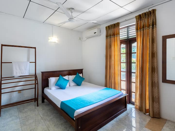 Modern Room at Talwathugoda