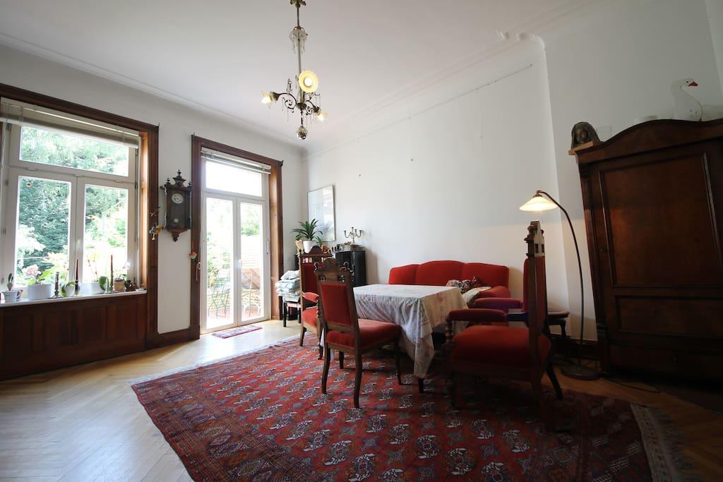 The dining area / Das Esszimmer