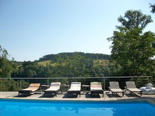 Périgourdine ensoleillée piscine - Thenon - House