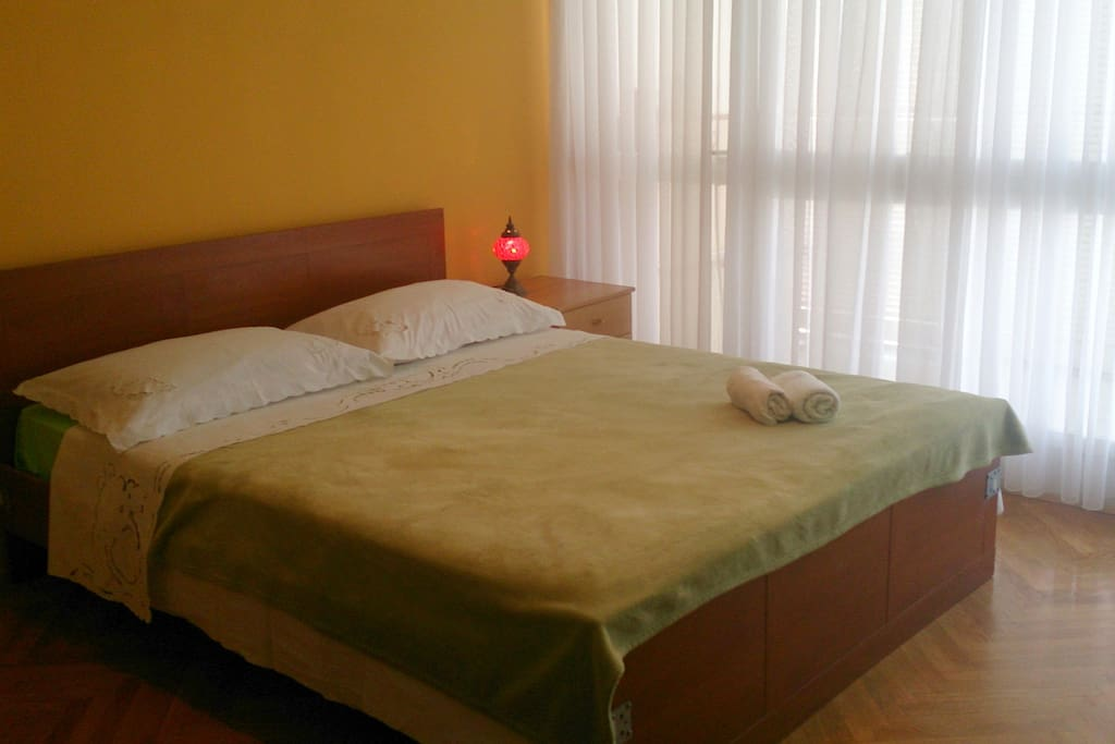 Spacious room with double bed and balcony