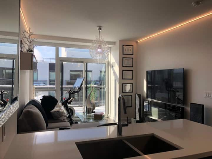 Penthouse 1 BDR Suite in Stunning Friday Harbour